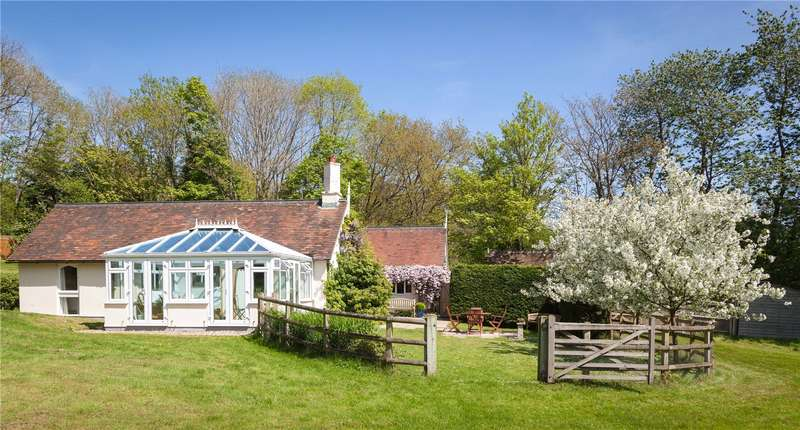 5 Bedrooms Detached Bungalow for sale in Aldern Bridge, Newbury, Berkshire, RG20