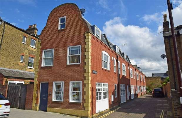 1 Bedroom End Of Terrace House for sale in St Margarets Road, St Margarets, Twickenham