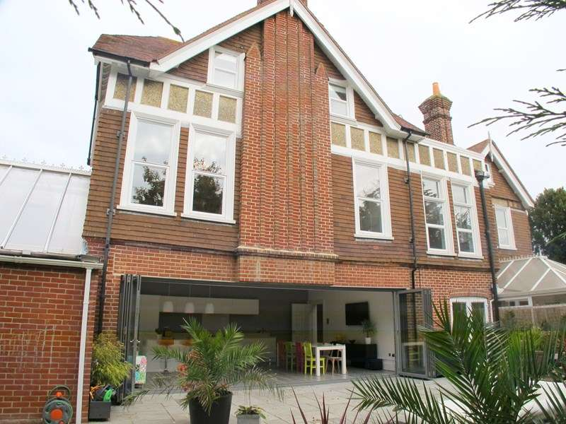 5 Bedrooms Property for sale in Manor Way, Lee-On-The-Solent