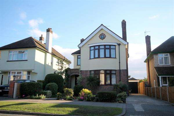 3 Bedrooms House for sale in Eastcliff Avenue, East Clacton