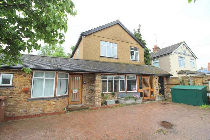 4 Bedrooms Detached House for sale in Staines Road West, Sunbury-On-Thames, Surrey