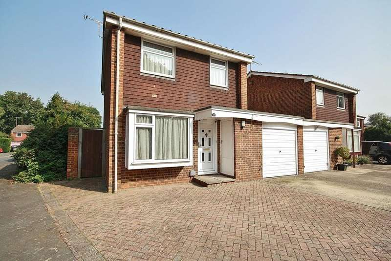 3 Bedrooms Detached House for sale in Goldsworth Park, Surrey