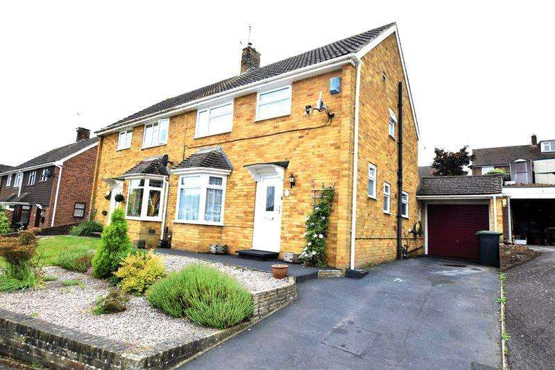 3 Bedrooms Semi Detached House for sale in The Ferns, Aylesford