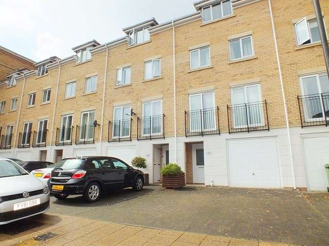4 Bedrooms Terraced House for rent in Southampton