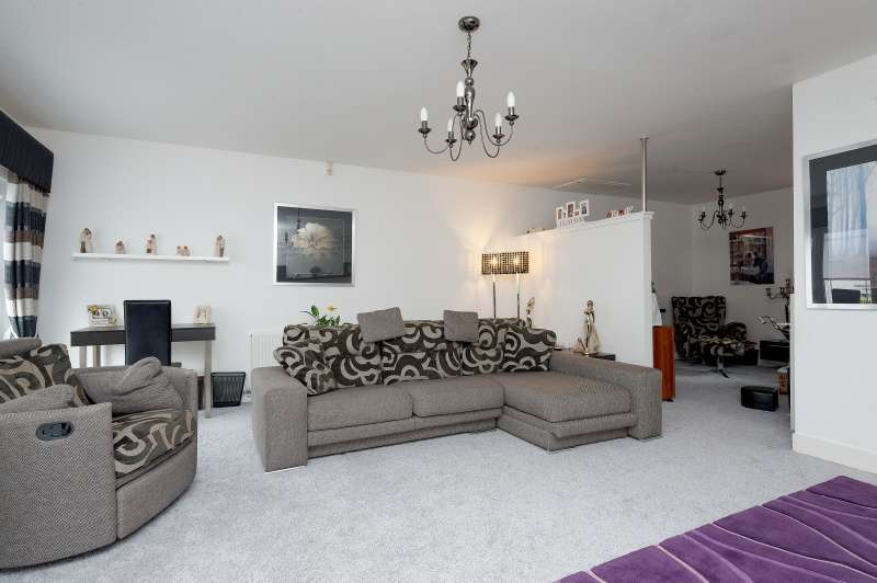 4 Bedrooms Detached House for sale in Clement Drive, Airdrie, North Lanarkshire, ML6 7FB