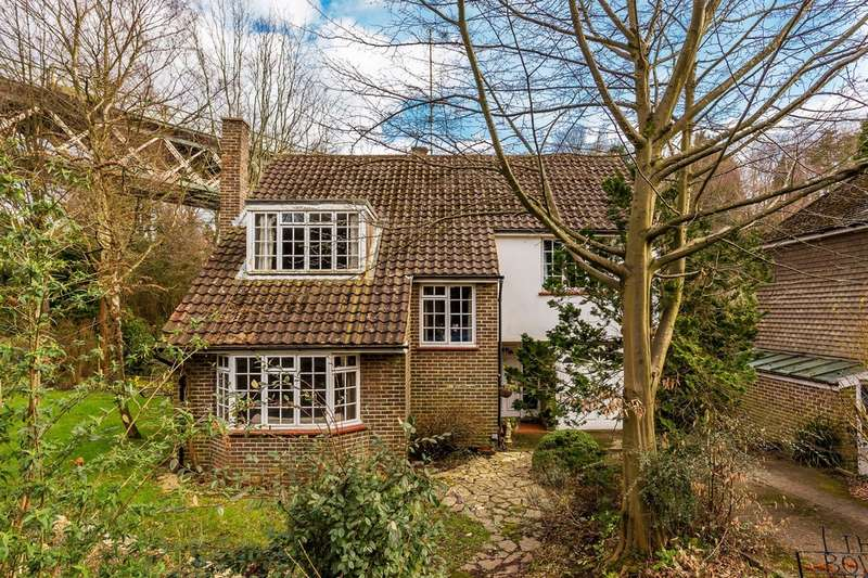 4 Bedrooms Detached House for sale in Oxted, Surrey