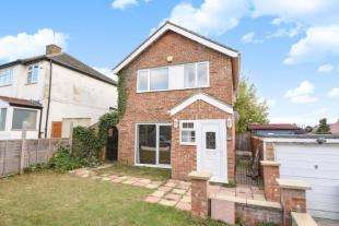 3 Bedrooms House for sale in Roebuck Road, Chessington, Surrey