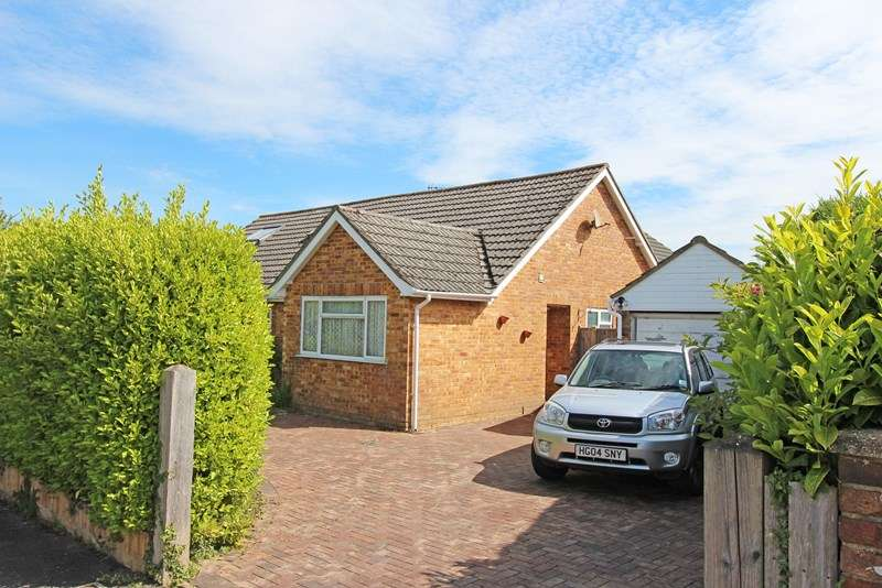 2 Bedrooms Bungalow for sale in Cruse Close, Sway