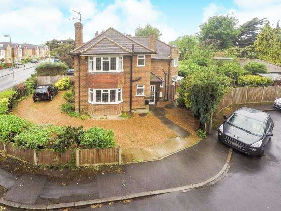 3 Bedrooms Detached House for sale in Walton-On-Thames, Surrey, .