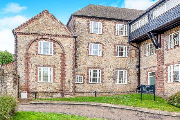 2 Bedrooms Flat for sale in Dodsley Lane, Easebourne, West Sussex