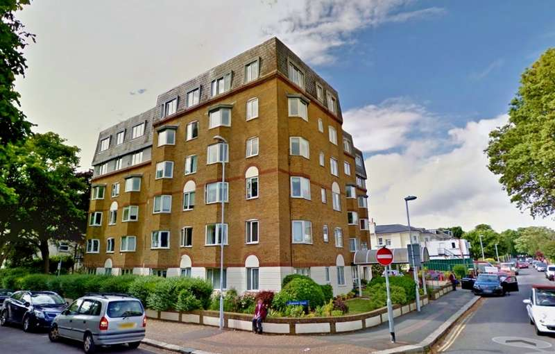 2 Bedrooms Flat for sale in Gratwicke Road, Worthing, BN11