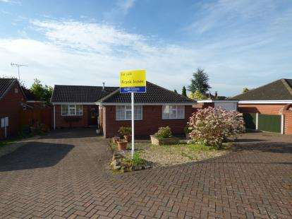 3 Bedrooms Bungalow for sale in Silverhill Close, Stretton, Burton-On-Trent, Staffordshire