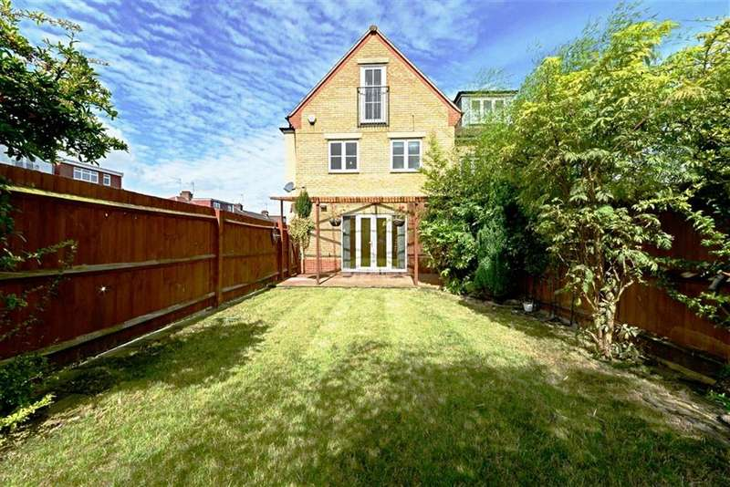 3 Bedrooms Property for sale in Primrose Close, Finchley, London, N3