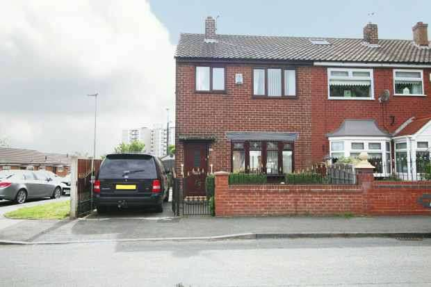 3 Bedrooms Semi Detached House for sale in Wellington Street, Wigan, Lancashire, WN1 3SA