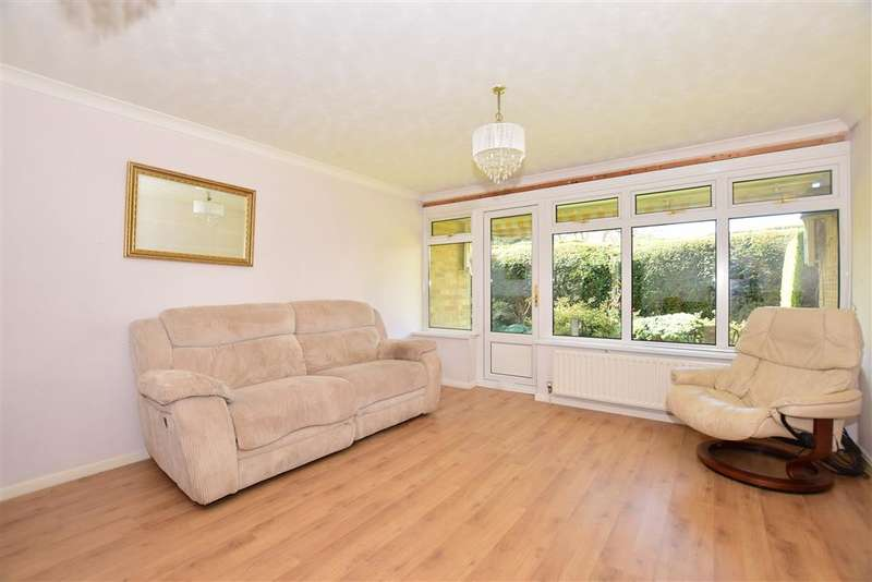 2 Bedrooms Ground Maisonette Flat for sale in Mulberry Close, Horsham, West Sussex