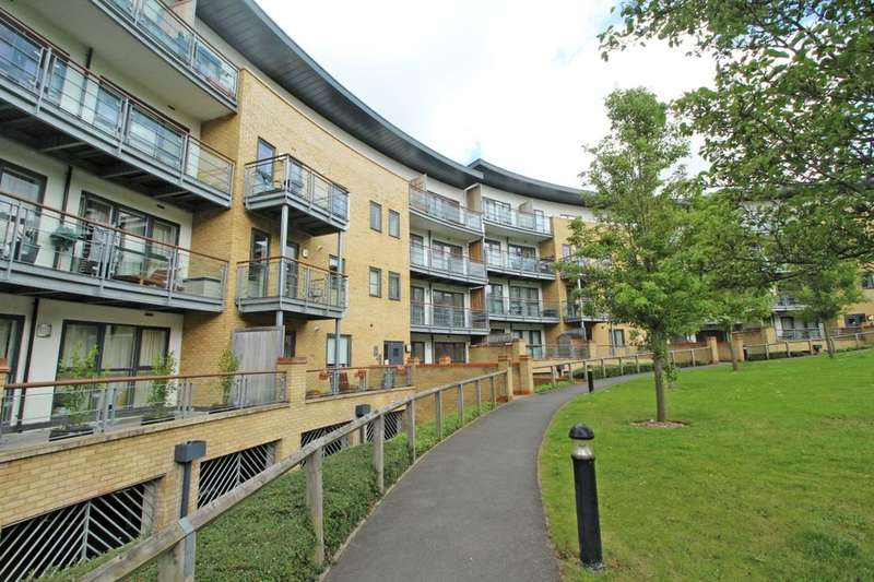 2 Bedrooms Flat for sale in Redwing Crescent Waterstone Way, Greenhithe, DA9