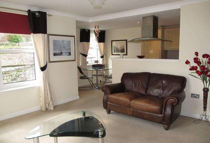 2 Bedrooms Flat for sale in 2 Williams Court, Jedburgh, TD8 6BS