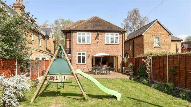 4 Bedrooms Detached House for sale in Montagu Road, Datchet