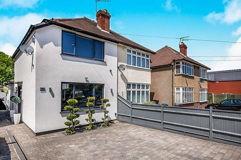 2 Bedrooms Semi Detached House for sale in Fullers Way South, Chessington, KT9