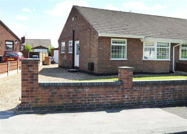 2 Bedrooms Bungalow for sale in 44 Sunningdale Drive, Irlam M44 6WH