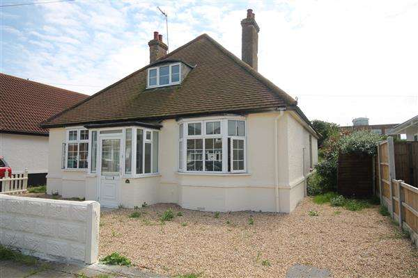 4 Bedrooms Bungalow for sale in Madiera Road, Holland on Sea