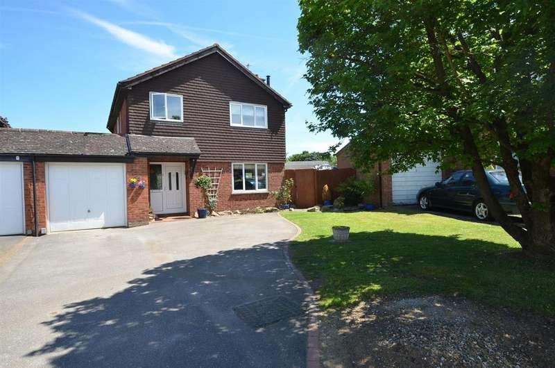 4 Bedrooms Detached House for sale in Devonshire Gardens, Tilehurst, Reading