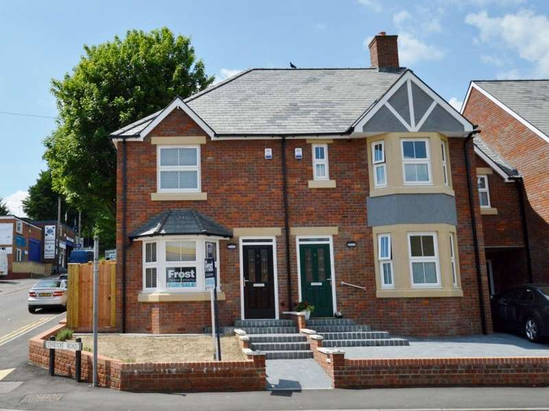 2 Bedrooms Semi Detached House for sale in Vale Road, Chesham, HP5