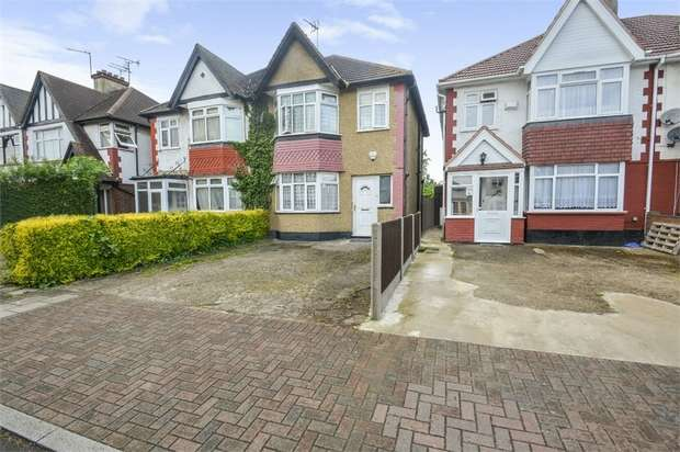 3 Bedrooms Semi Detached House for sale in Meadow Way, Wembley, Greater London
