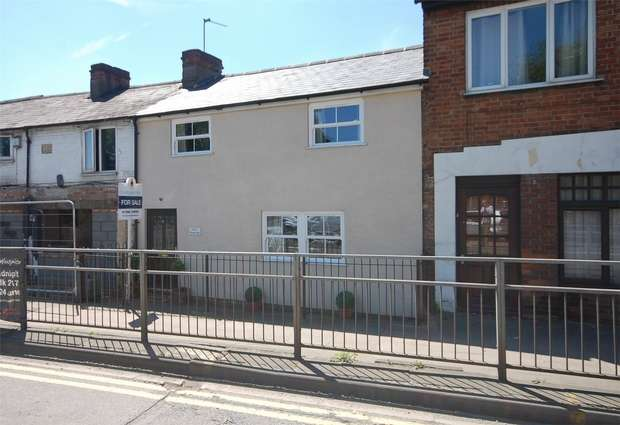 2 Bedrooms Terraced House for sale in Wendover Road, Aylesbury, Buckinghamshire