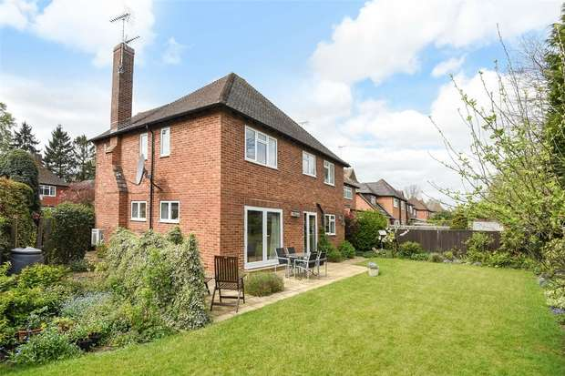 4 Bedrooms Detached House for sale in Tudor Close, WOKINGHAM, Berkshire