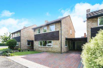 4 Bedrooms Detached House for sale in Walnut Close, Hitchin, Hertfordshire, England
