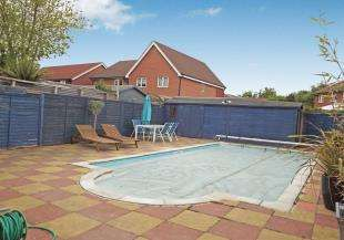 3 Bedrooms Semi Detached House for sale in Diligent Drive, Sittingbourne, Kent