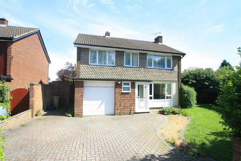 4 Bedrooms Detached House for sale in Whalley Drive, Bletchley, Milton Keynes