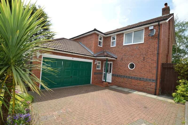 4 Bedrooms Detached House for sale in Hollins Close, Bury, BL9