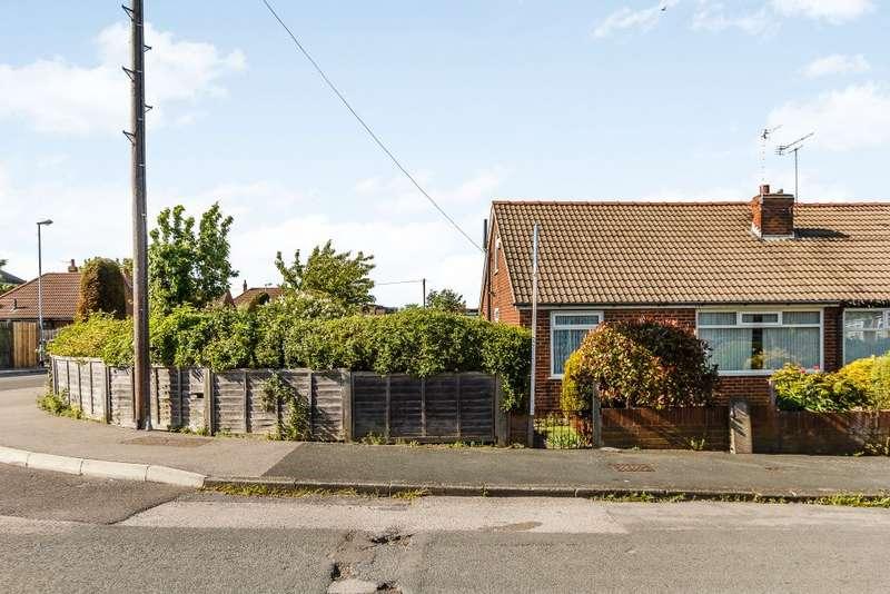 2 Bedrooms Semi Detached House for sale in Scott Green Drive, Gildersome,Leeds,West Yorkshire LS27 7BZ