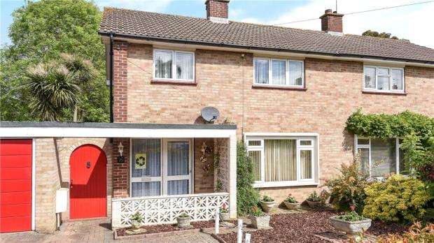 3 Bedrooms Semi Detached House for sale in Blackwell Avenue, Guildford, Surrey