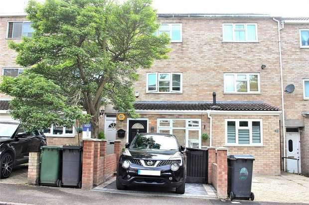 4 Bedrooms Town House for sale in Chingford, London
