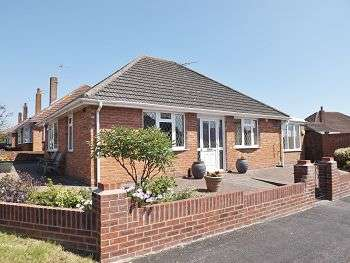 2 Bedrooms Bungalow for sale in Morelands Road, Waterlooville, Hampshire, PO7 5PS