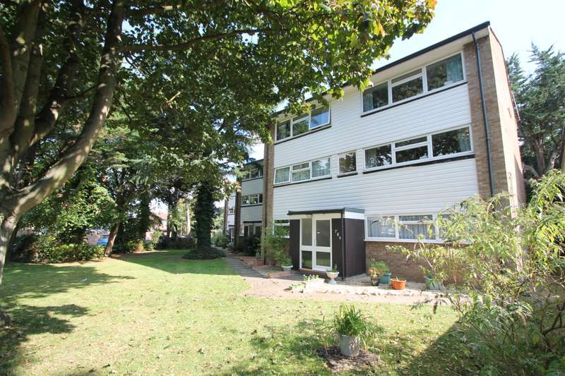 2 Bedrooms Maisonette Flat for sale in Lynwood Court, Ashford, TW15