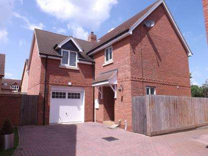 4 Bedrooms Detached House for sale in Yew Tree Close, Potton, Sandy, Bedfordshire