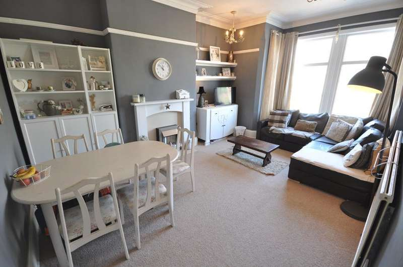 2 Bedrooms Apartment Flat for sale in St Thomas Road, St Annes, Lytham St Annes, Lancashire, FY8 1JL