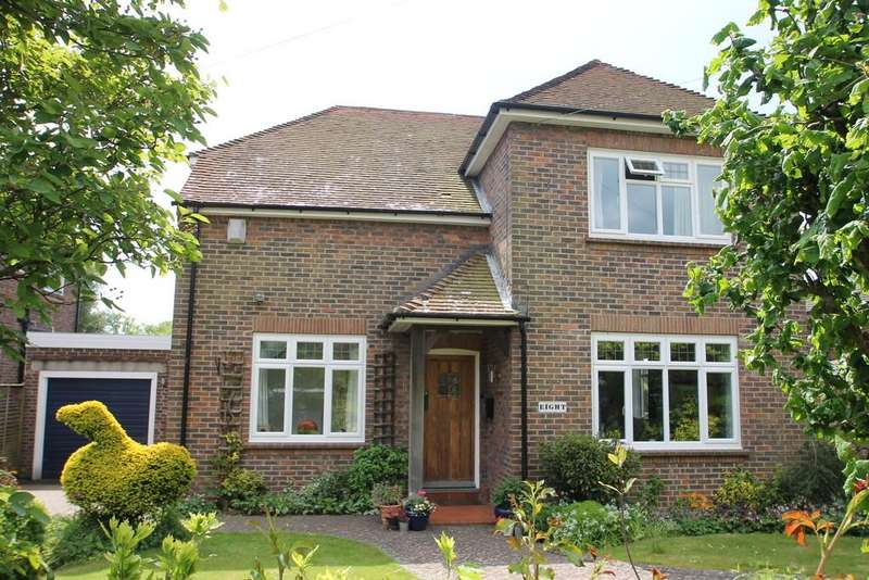 4 Bedrooms Detached House for sale in Hillside Avenue, Worthing, BN14 9QR