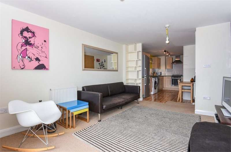 1 Bedroom Flat for sale in Simone House, 74a Holmes Road, London