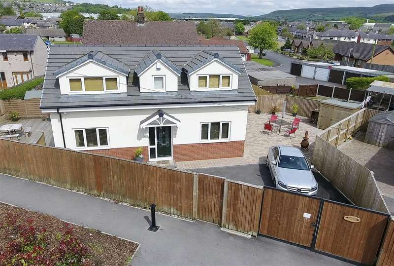 3 Bedrooms Detached House for sale in Norfolk Drive, Haslingden, Rossendale