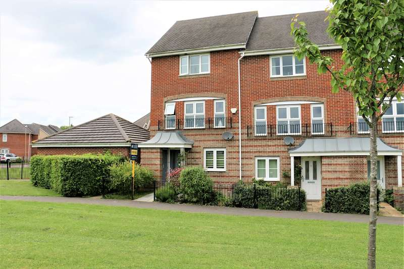 4 Bedrooms Town House for sale in Burghfield Walk, Highfields, Basingstoke, RG22