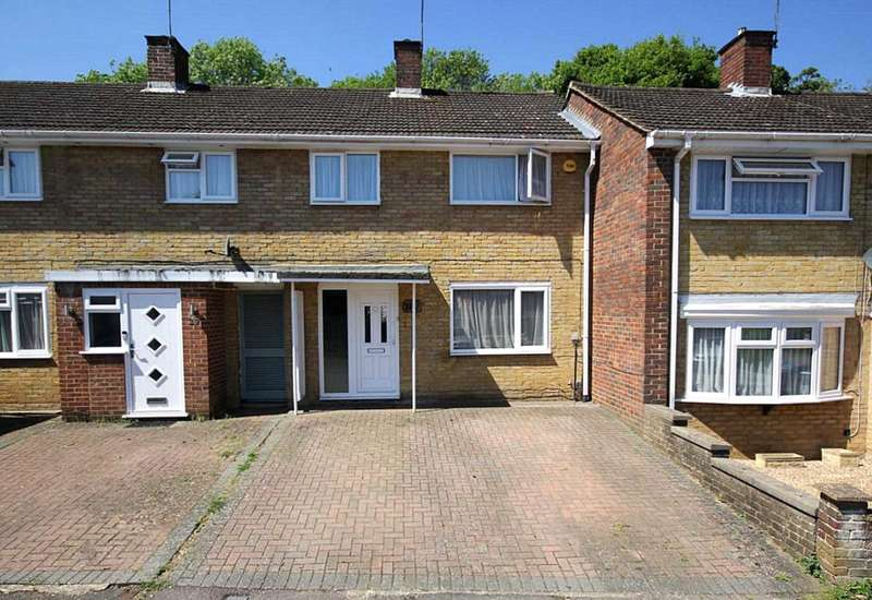 3 Bedrooms Terraced House for sale in 3 BED HOUSE WITH DRIVEWAY IN GADEBRIDGE..