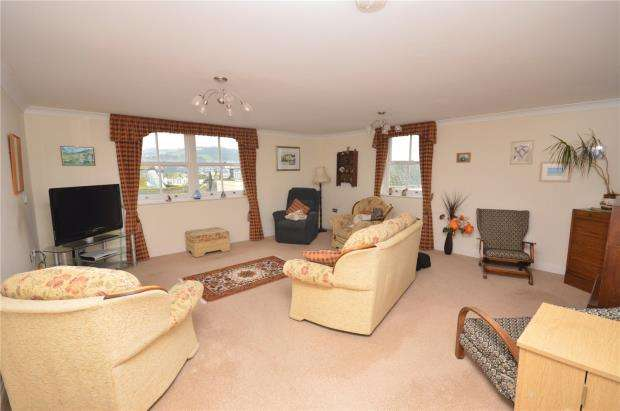 3 Bedrooms Flat for sale in Charlton Court, Bank Street, Teignmouth, Devon