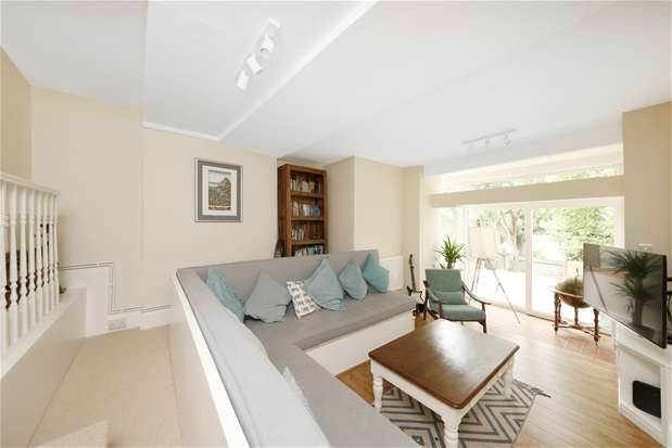 3 Bedrooms Flat for sale in Broxholm Road, West Norwood