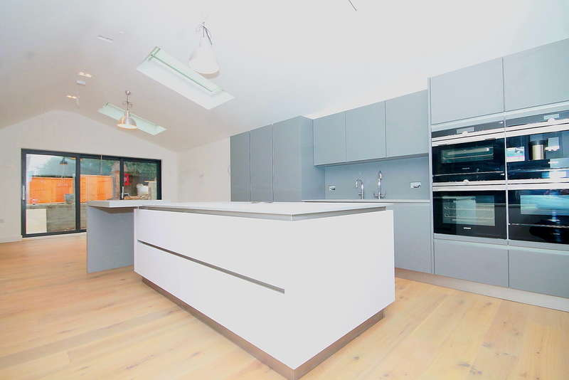4 Bedrooms Detached House for sale in St James Lane, Muswell Hill, N10