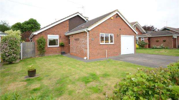 4 Bedrooms Detached House for sale in Oatlands Road, Shinfield, Reading